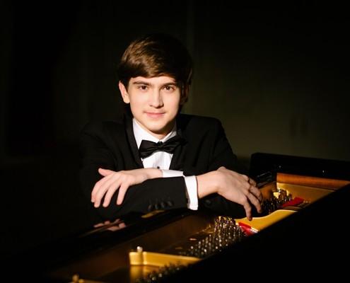 柴赛钢琴组铜奖D-Kharitonov照片